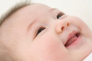 """Rủi ro """"khôn lường"""" khi bé uống sữa công thức"""