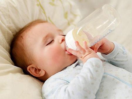 Sữa công thức nào phù hợp với trẻ sơ sinh?
