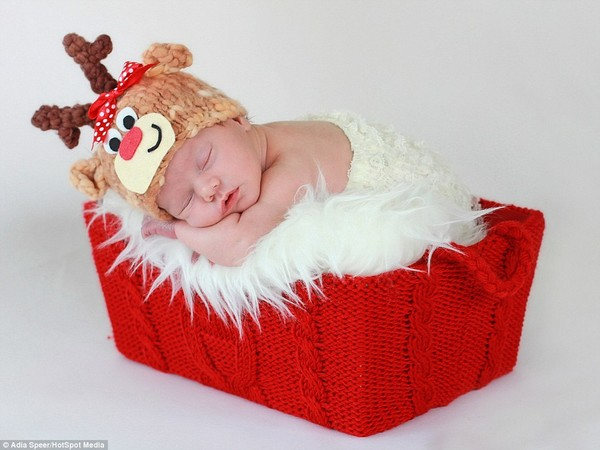 Ngây ngất với hình ảnh bé sơ sinh trong trang phục Noel
