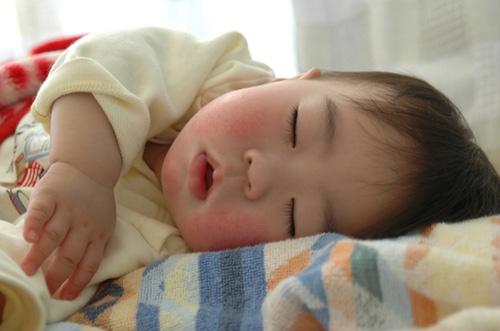 Ngủ trưa đầy đủ cho bé trí nhớ tốt (2)