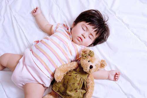 Ngủ trưa đầy đủ cho bé trí nhớ tốt (1)