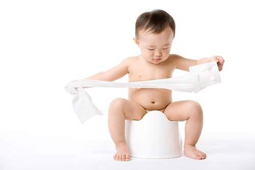 Dạy bé yêu tự đi vệ sinh và các điều cần chú ý