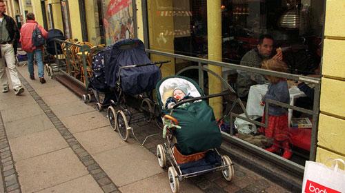 Tập tục lạ cho trẻ sơ sinh tại các nước trên thế giới (2)