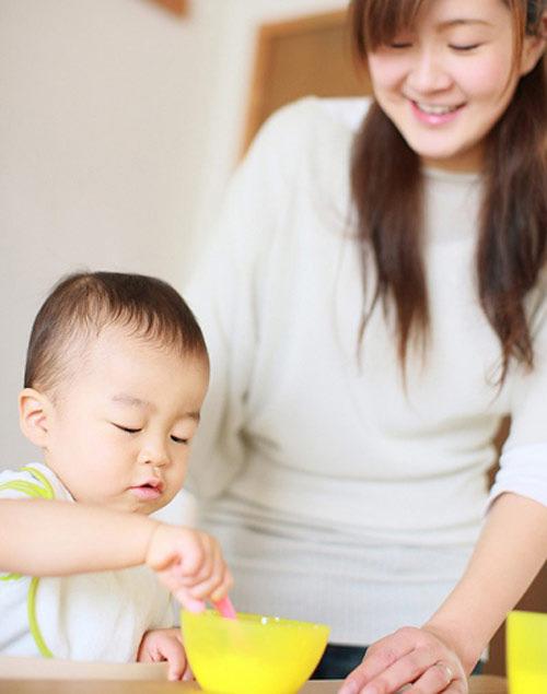 Đừng bao giờ cho bé ăn sữa chua của người lớn nhé (2)