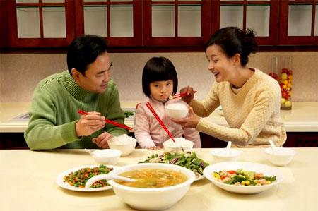Đừng đau lòng, hãy cho bé nhịn ăn khi bé lười ăn nhé các mẹ