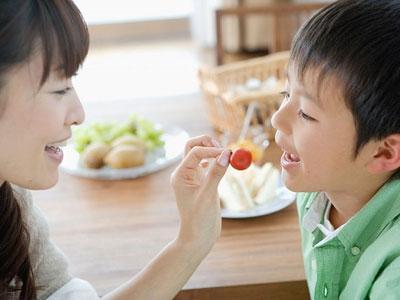Lưu ý cho trẻ ăn uống mùa hè tránh bệnh