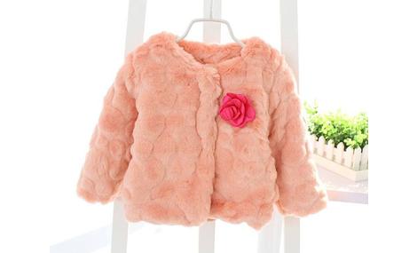 Áo choàng lông đính hoa bé gái màu hồng