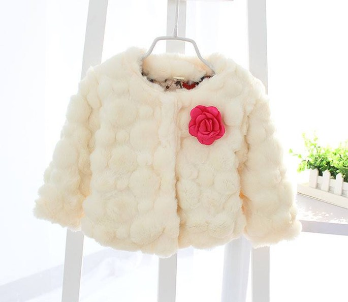 Áo choàng lông đính hoa bé gái màu trắng