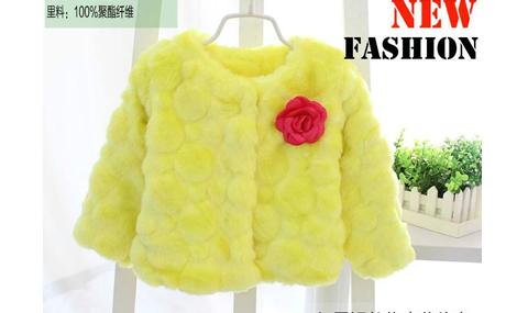 Áo choàng lông đính hoa bé gái màu vàng