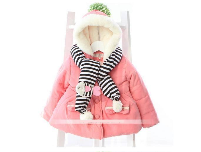 Áo khoác màu hồng quàng khăn xinh xắn