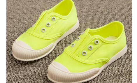 Giày bé gái màu xanh xinh xắn