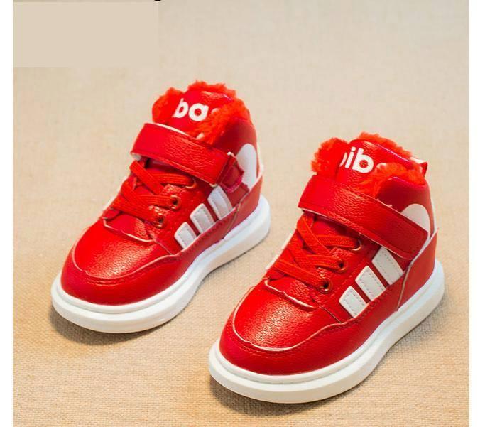 Giày thể thao màu đỏ cho bé